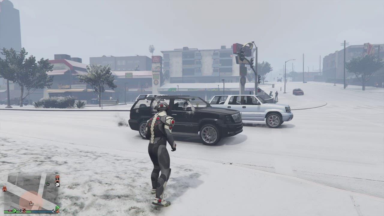 Cómo coger y lanzar bolas de nieve en GTA Online
